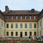 Der mennonitische Geschichtsverein in Herrnhut. Hier vor dem Haus Zinsendorfs, heute eine Behinderteneinrichtung